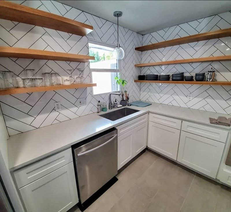 White-Glossy-Subway-Herringbone-Backsplash
